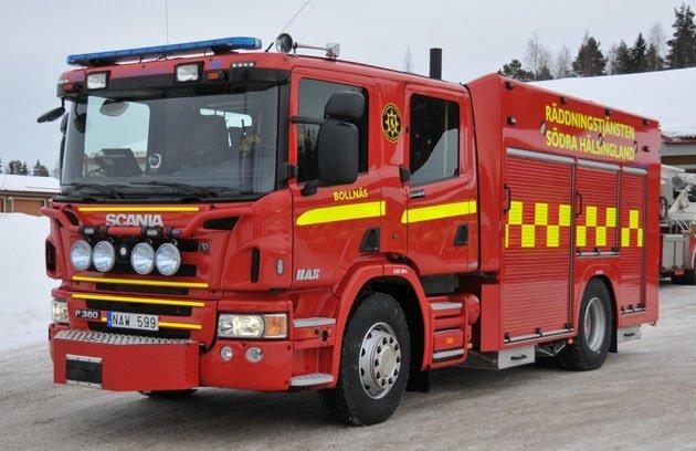 2 26-3010 Släck- och rädddningsfordon ARS typ BAS 1 Scania P360 LB4x2 -2011 Vatten: 3000 L Skum: 400 L Pump: Ruberg R30 capacitet 3.000 L/ min – Begränsad till 2400 L/ min Påbyggare: Autokaross Rescue Systems i Floby AB Övrigt: Förhöjt lågtryck, CCS – Cobra skärsläckare, CanBus styrsystem, frontmonterad vinsch, ljusmast.