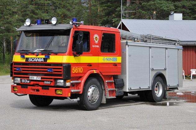2 26-5610 Släckbil -/ Räddningsbil Scania P93ML -1989 Pump: 3000 L/Min Vatten: 3000 L Skum: 400 L Påbyggare: Autokaross Övrigt: Hydraulverktyg