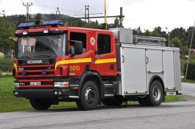 2 26-5910 Släckbil Scania P94G -2001 Pump: 3000 L/Min Vatten: 3000 L Skum: 400 L Påbyggare: Autokaross