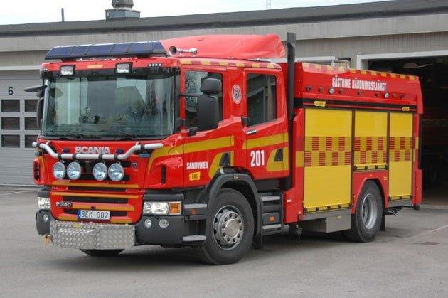 2 26-1210 Släck -/ Räddningsbil Scania P 340 DB -2008 Vatten: 3000 L Skum: 400 L Pump: 2800 L/Min Påbyggare: Sala Brand