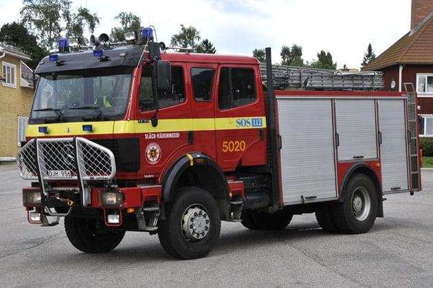 2 26-5020 Släckbil Mercedes-Benz 1735 AK/35 4WD -1990 Vatten: 3000 L Skum: 400 L Påbyggare: Tollarpskaross