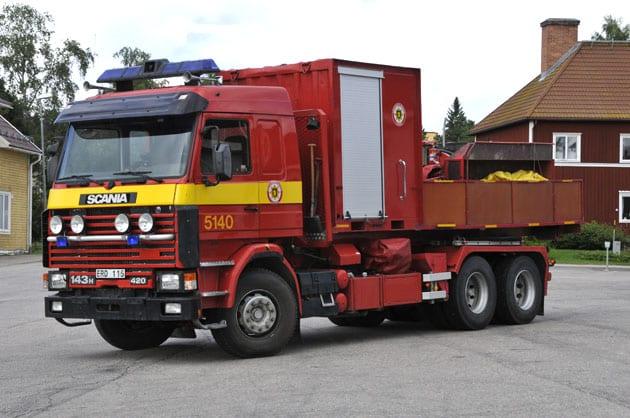 2 26-5140 Lastväxlare Scania R143 HL -1995 Vatten: 9000 L (Tankflak) Påbyggare: Åkarnas Hydraulservice AB Övrigt: Sommartid lastad med skogsbrandflak