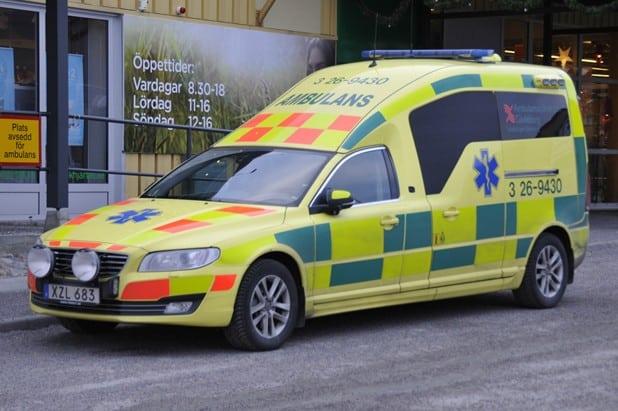 3 26-9430 Nilsson Volvo V70 Ambulance -2014 Motor: D5 2400cc / 205 hk Växellåda: 6-växlad geartronic Kraftöverföring: Haldex fyrhjulsdsrift Påbyggare: Nilsson Special Vehicles