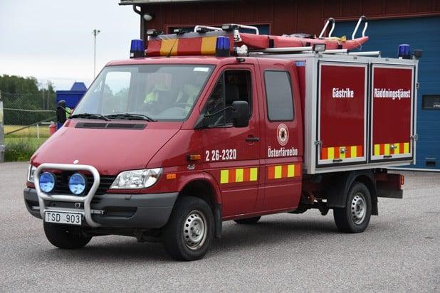 2 26-2320 Transport -/ IVPA-Bil Mercedes 316 CDI 4×4 -2003 Påbyggare: Autokaross