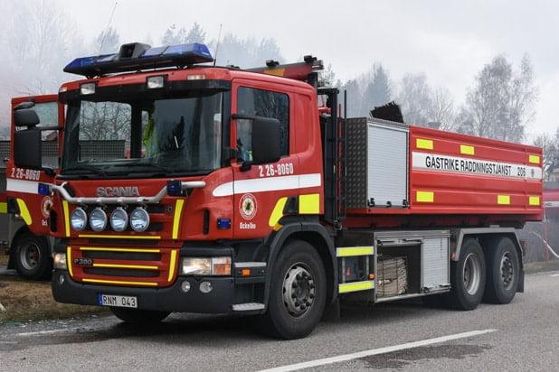 2 26-8060 Lastväxlare Scania P 380 DB -2006 Vatten: 10 000 L Skum: 1000 L Pump: 1800 L/Min Påbyggare: Åkarnas Hydraulservice AB Övrigt: Kanon