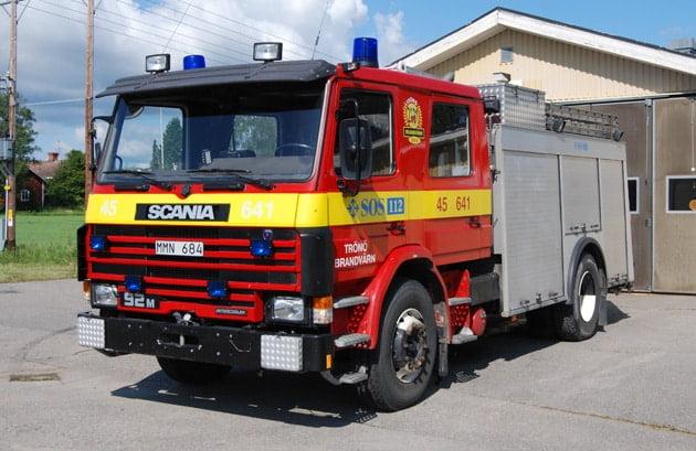 2 26-6410 Släckbil Scania P92M -1987 Vatten: 3800 L Skum: 75 L Pump: 2000 L/Min Påbyggare: Hebra Brand AB Foto: Daniel Nilsson