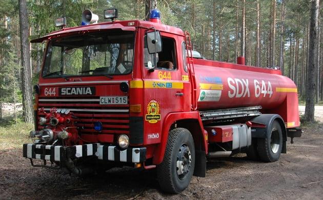 2 26-6440 Tankbil Scania LB 81 S -1976 Vattentank: 7500 L