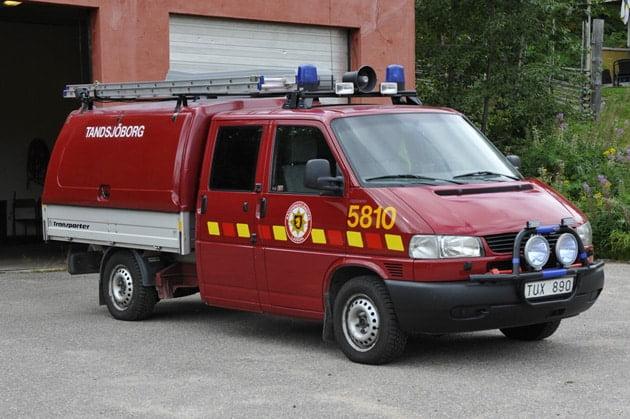 2 26-5810 Lätt släckenhet VW Transporter Syncro -2003 Vatten: 360 L Skum: 12 L Övrigt: Fire Express högtrycksaggregat, hydraulverktyg