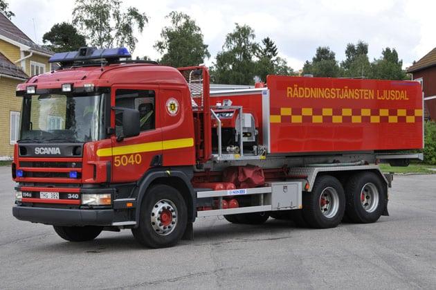 2 26-5040 Lastväxlare Scania P114 -2003 Vatten: 11 000 L Påbyggare: Åkarnas Hydraulservice AB Påbyggare tank: Autokaross