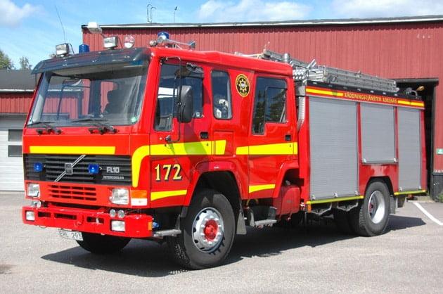 45 172 Släck -/ Räddningsbil Volvo FL10 IC -1990 Vatten: 3000 L Skum: 200 L Pump: 2540 L/Min Påbyggare: Sala Kaross Övrigt: Fordonet ägs av Gästrike Räddningstjänst
