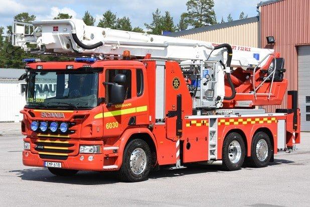 2 26-6030 Hävare Scania P 410 LB 6×2*4 -2014 Bronto Skylift F 32 RLX Höjd: 32 meter Påbyggare: Bronto Skylift