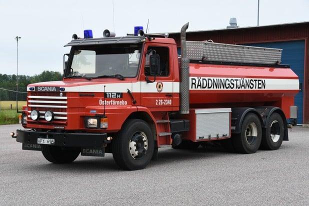 2 26-2340 Tankbil Scania T 112 H IC -1986 Vatten: 10 000 L Skum: 600 L Pump: 300 L/Min Påbyggare: Sala Kaross Övrigt: Vattenkanon