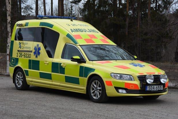 3 26-9330 Nilsson Volvo V70 Ambulance -2014 Motor: D5 2400cc / 205 hk Växellåda: 6-växlad geartronic Kraftöverföring: Haldex fyrhjulsdsrift Påbyggare: Nilsson Special Vehicles