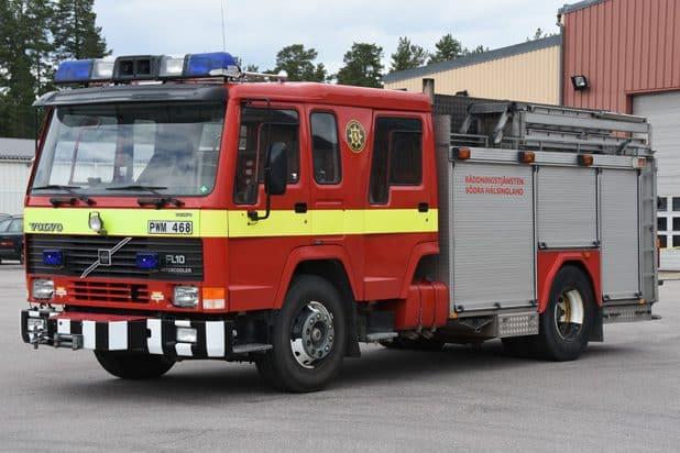 Reservfordon Volvo FL 10 -1993 Vatten: 3000 L Skum: 200 L Pump: 3000 L/min Övrigt: Reservfordon för Räddningstjänsten Södra Hälsingland. Saknar radionummer.